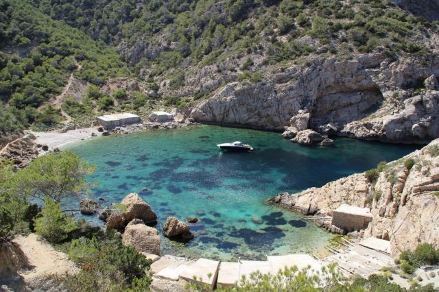 Ibiza, discover the secret beaches