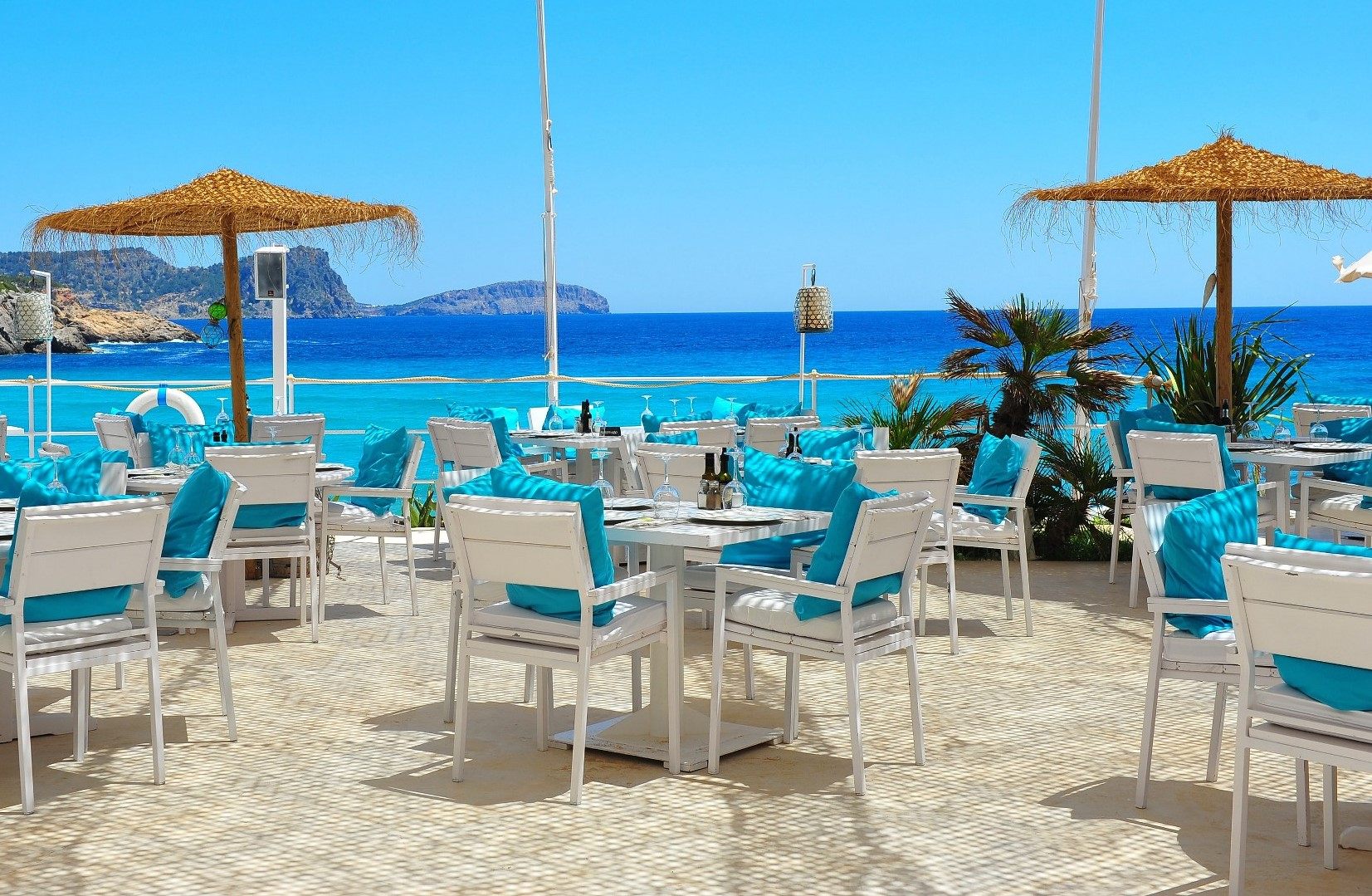 The most famous beach clubs & sunset bars in Ibiza – Part 3